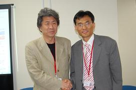 鳥越俊太郎編集長(左)と呉連鎬(オ・ヨンホ)代表取締役兼CEO(右)。ブロガーとは協調路線?