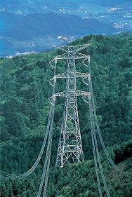 送電線を新設するには、多額の費用が必要だ