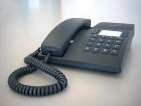 固定電話網維持のための「7円負担」が議論を巻き起こしている