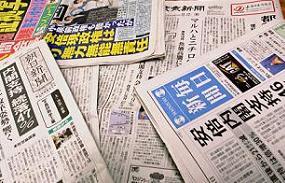 安倍内閣の支持率低下を伝える各紙。ここにも小泉前首相が登場