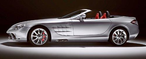 ダイムラー・クライスラー日本が発売した「メルセデス・ベンツSLR マクラーレン ロードスター」