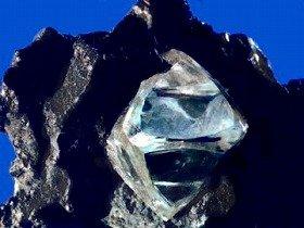 日本各地にダイヤは埋もれているのか(写真はイメージ)