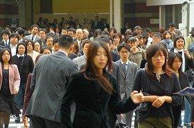 若い女性の就職希望者が急増している(写真はイメージ)