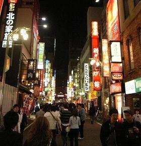 「出会いカフェ」が軒を連ねる新宿・歌舞伎町
