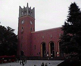 シンポジウムが行われた早稲田大学・大隈講堂