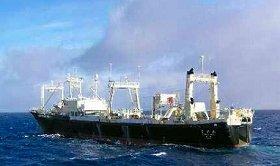 調査捕鯨のため出港した日新丸