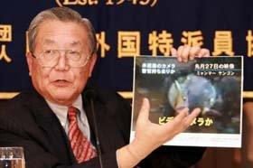山口氏は写真を示しながら「カメラ持ち去り説」を否定した