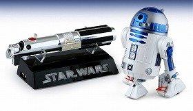 ニッコーが発売する「STAR WARS R2-D2 Wireless Webcam with Skype」(左:ライトセーバー型Skype対応USBフォン、右:R2-D2型ウェブカメラ)
