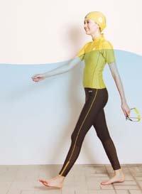 デサントから新発売の水中ウォーキング専用水着「ウォーキングギア」