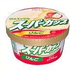 りんご果汁を混ぜ合わせた「エッセル スーパーカップ りんご」。明治乳業より発売