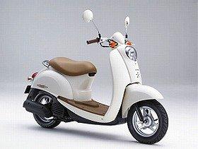 新エンジン搭載で燃費を2%向上 50cc原付バイク「クレア スクーピー」ホンダより発売