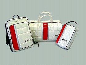 小野選手使用のシューズをモチーフにデザインした高級感あふれる3種類のバッグ、アシックス