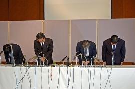 朝日新聞社は盗用を正式に認め、謝罪会見を開いた