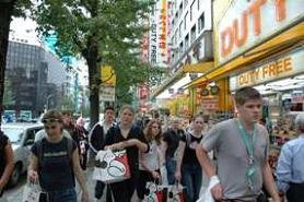这几年,信步秋叶原的外国团体游客不断增加