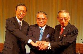 共同記者会見をした、左から朝日の秋山耿太郎社長、日経の杉田社長、読売の内山社長