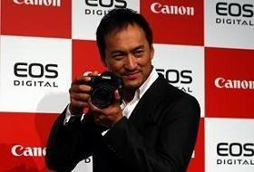 「EOS40D」をアピールする渡辺謙さん