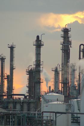 吐き出されるCO2の削減に、日本の環境技術が貢献している(写真はイメージ)。