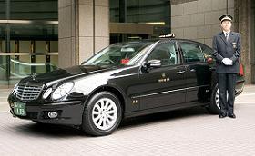 2月から運行予定のメルセデス・ベンツのタクシー