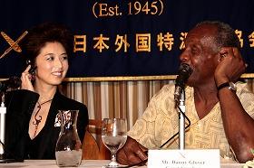 高岡さん(左)はさらなる世界進出への意欲を見せた