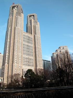 17年前に約1600億円の巨費を投じ建てられた東京都庁