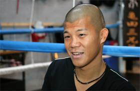 インタビューに答える亀田興毅選手
