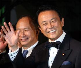 麻生首相は「東京国際映画祭」出席後、洋風居酒屋に足を運んだ