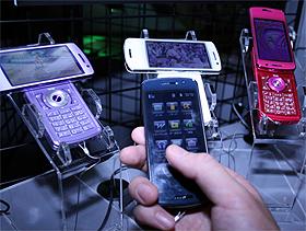 NECが発売するタッチパネル式の携帯電話「N-01A」