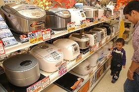 個人消費が低迷するなか白物家電の売り上げが堅調だ