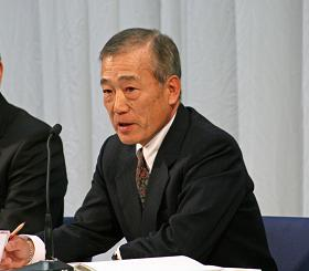 「F1からの完全撤退」を発表するホンダ・福井威夫社長