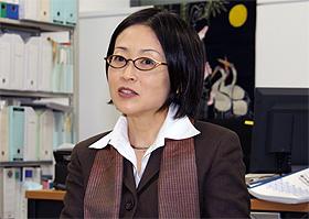 「おもしろいジャーナリズムを目指すなら、小さくなって、とんがって出直すという選択肢もあるのではないか」と語る東京大学大学院・情報学環准教授の林香里さん