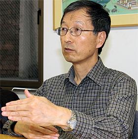 「米国の新聞社ウェブサイトはソーシャルメディア化が進んでいる」と話す田中善一郎さん