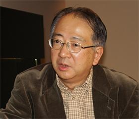 新聞社のネット事業展開の可能性について語る歌田明弘さん