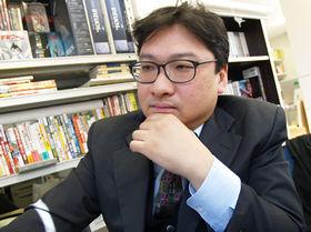 東京大学大学院情報学環の吉田正高・特任講師。大学では戦後の漫画やアニメ、ゲームの歴史をたどる「コンテンツ文化史」の講義を行っている