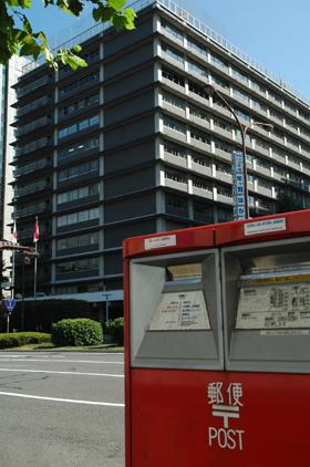 グループ会社間でほころび(?)も出た日本郵政の本社