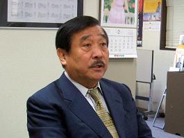 吉村作治学長は会見で謝罪した(07年2月撮影)