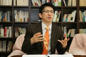 齋藤孝教授「手書きの年賀状には『人の肌触り』を感じます」
