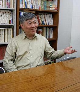 「東大はがんばってる、なんていうと文句を言われることもある」と話す中井浩一さん。中井さんは京大OBだ