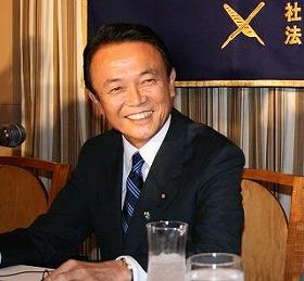 ビジネス用では紺とグレーのスーツを好んでオーダーする麻生首相