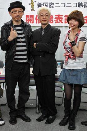 ゲスト審査員の田代まさしさん(左)と手塚眞・審査員長(中)、レギュラー審査員の松嶋初音さん