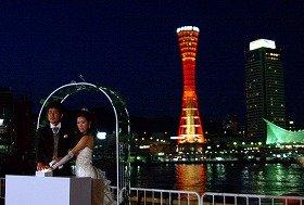 会期中も、新婚カップルが、ショーのスタートセレモニーを行う予定