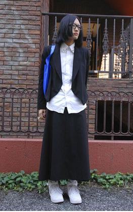 (c)Fashionsnap.com  Aラインのロングスカートが多いようだ