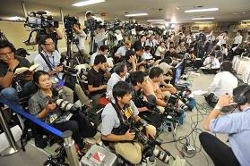 自民党開票速報場では、報道陣ばかり目立って…(代表撮影:山本宏樹)