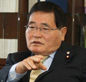 中小企業の支援策について説明する亀井静香郵政・金融担当相