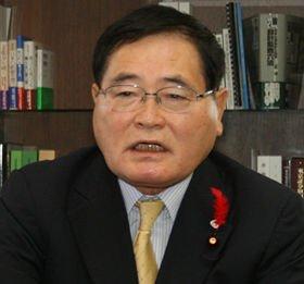 財源について語る亀井静香郵政・金融担当相