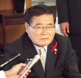 日本郵政の新社長を発表する亀井静香郵政・金融担当相