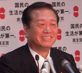 この日は機嫌が良かったのか、笑顔で会見に応じる小沢一郎幹事長