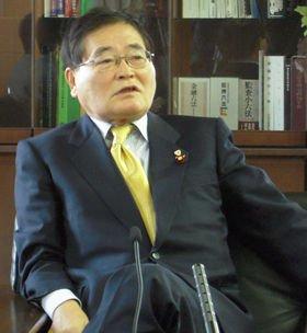 郵便局のネットワークを使った「婚活支援」を提案する亀井静香郵政・金融担当相