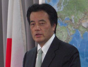 沖縄を訪問することを表明した岡田克也外相