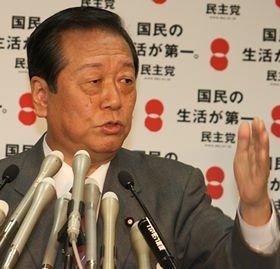 記者に自らの主張をぶつける小沢一郎幹事長