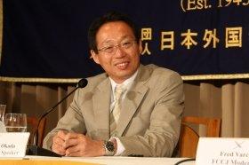 東京・有楽町の外国特派員協会で会見する岡田監督